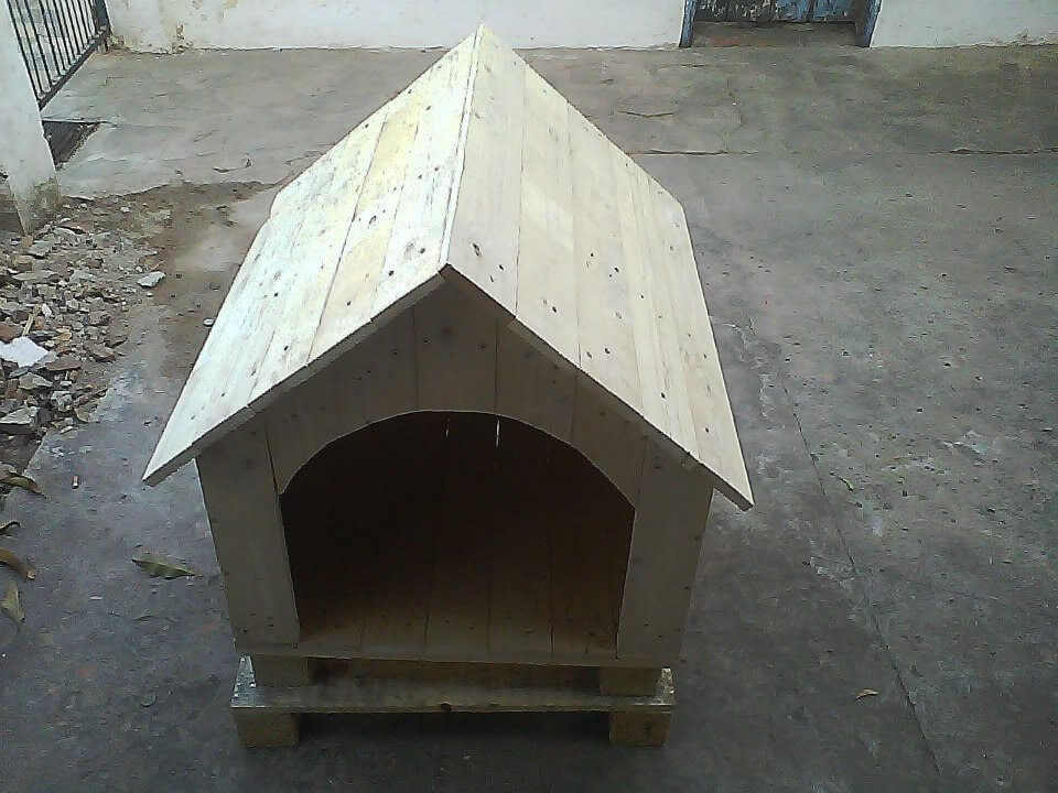 rustic wooden pallet doghouse