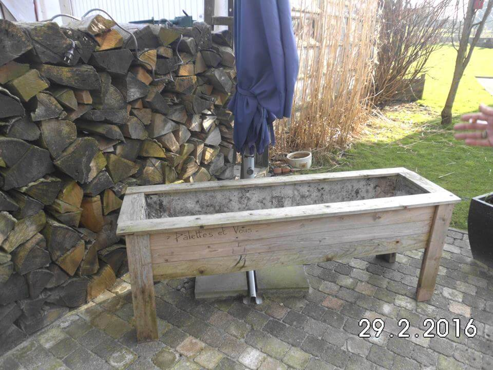 Diy pallet planters pallet furniture diy for Making planters from pallets