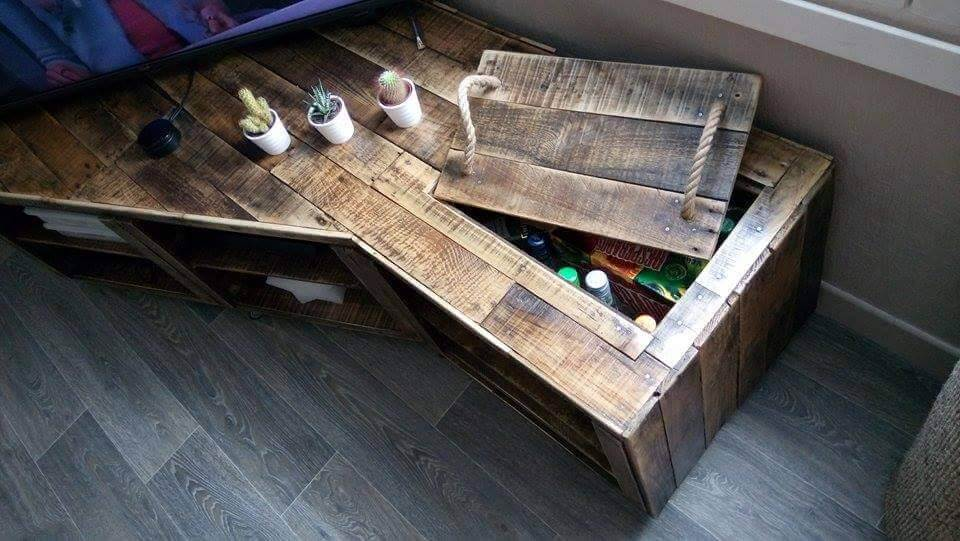 low-cost wooden pallet corner TV console
