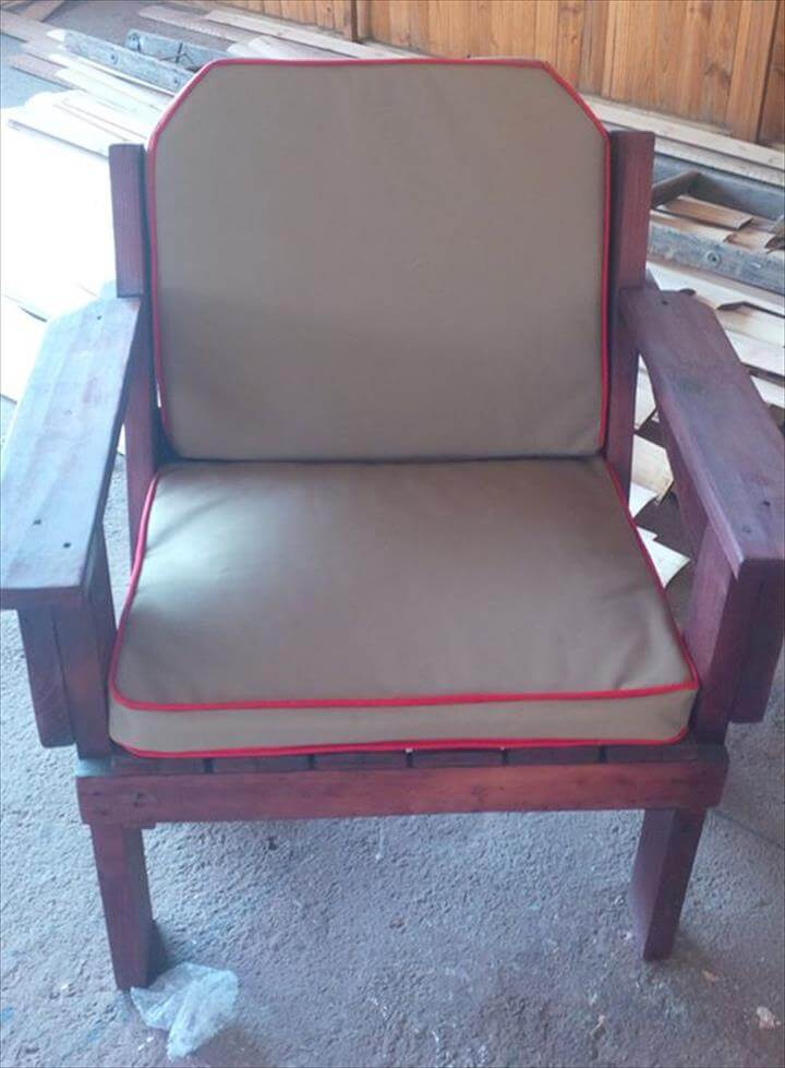 wooden pallet cushioned chair