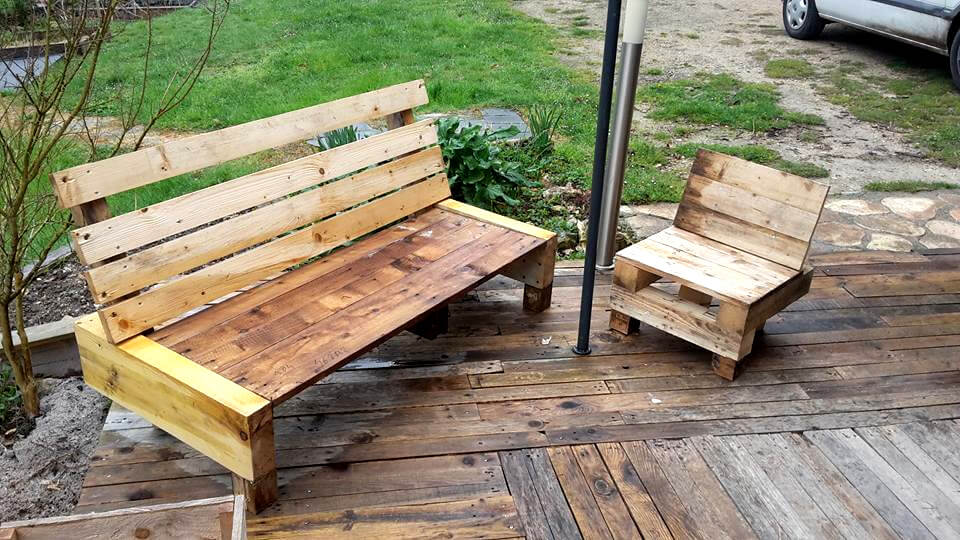 siy pallet bench with small chair