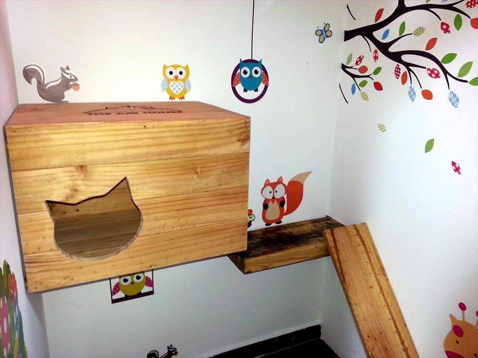 Cute pallet cat play station,