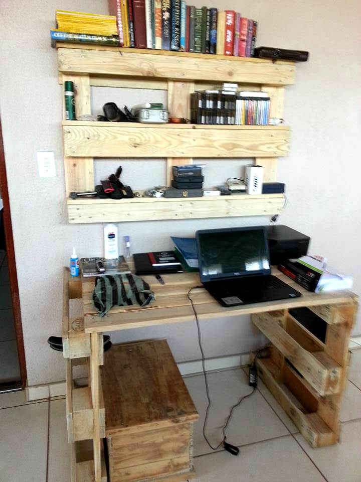 recycled pallet computer desk and bookshelf