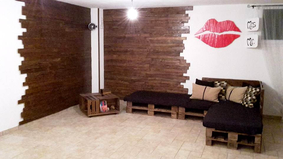 pallet wall paneling wall art sitting furniture pallet furniture diy. Black Bedroom Furniture Sets. Home Design Ideas