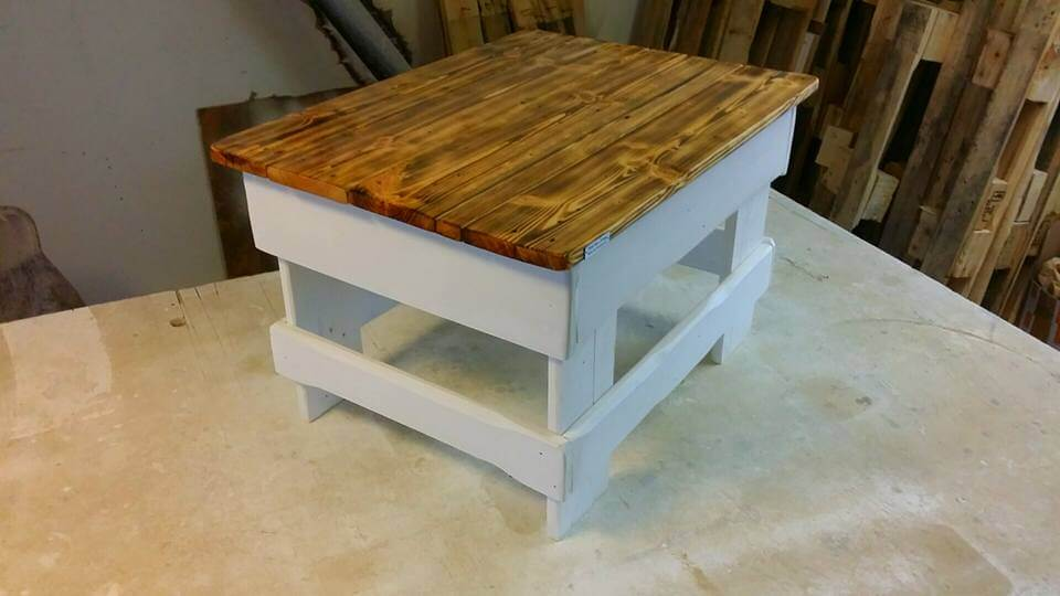 low-cost pallet milk and honey table