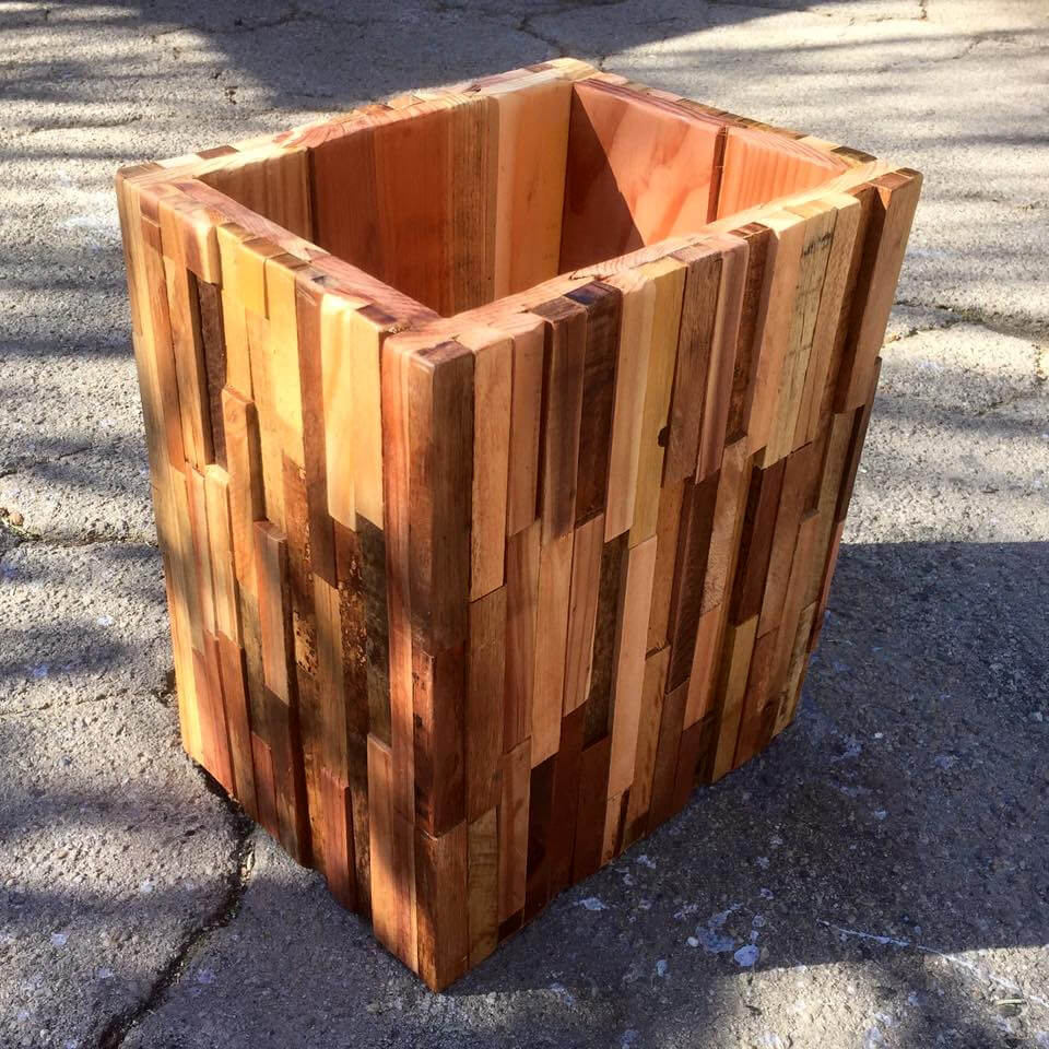 trash bin made of pallet pieces
