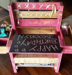pallet made chair for kids