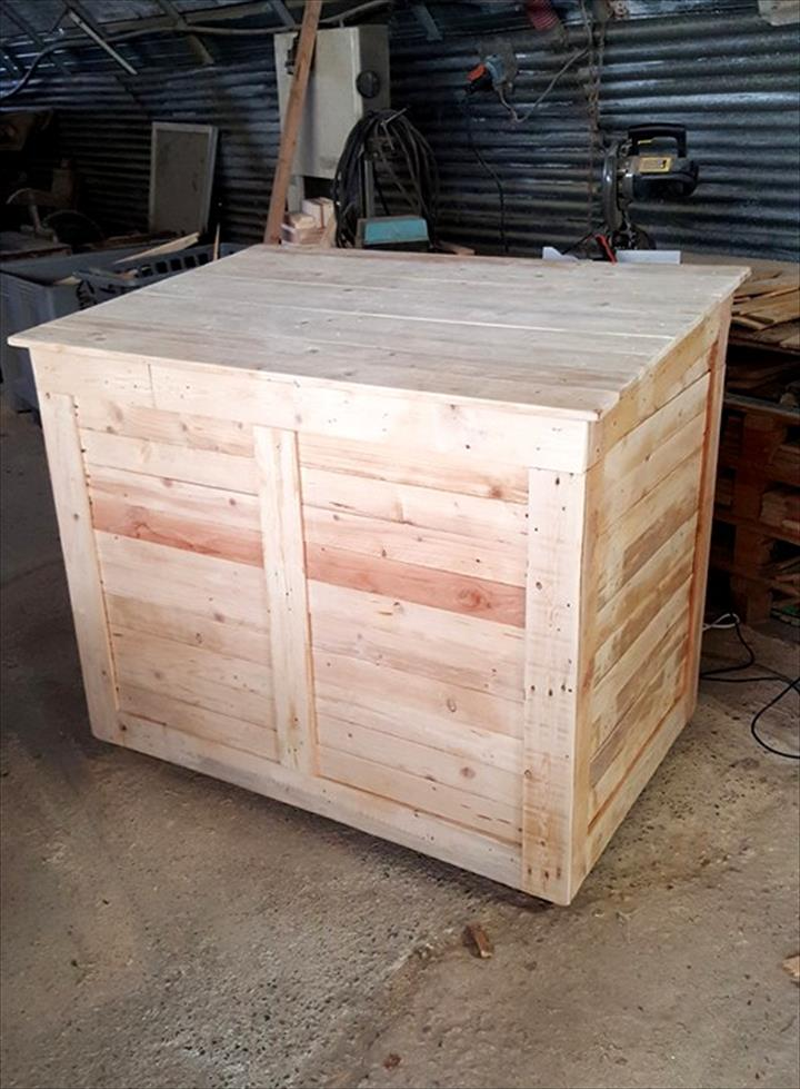 Diy large pallet storage chest or box pallet furniture diy for Storage box made from pallets