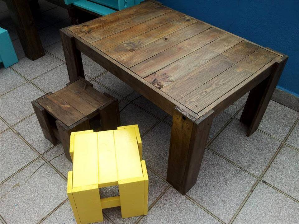 diy pallet kid's table with stools