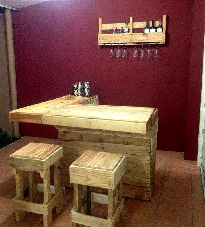 Fun diy pallet bar station