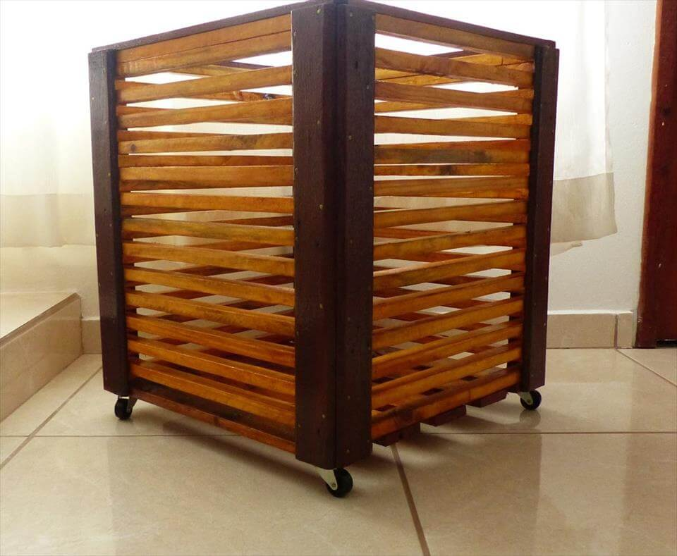 Pallet cachepot on wheels pallet furniture diy for Pallet wall on wheels