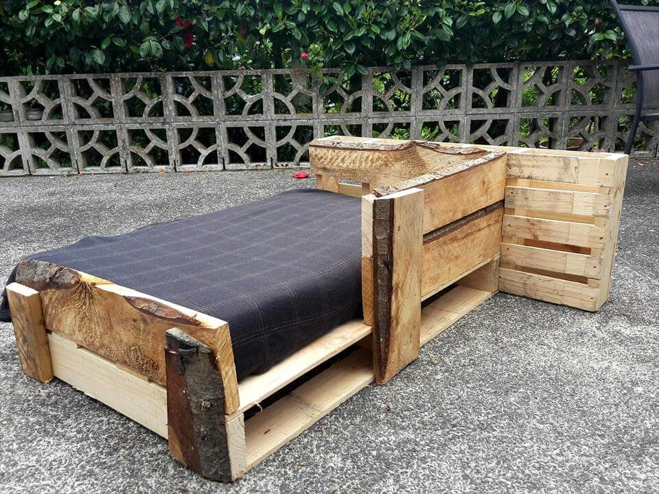 Rustic pallet bed for kids pallet furniture diy for Diy rustic bunk beds