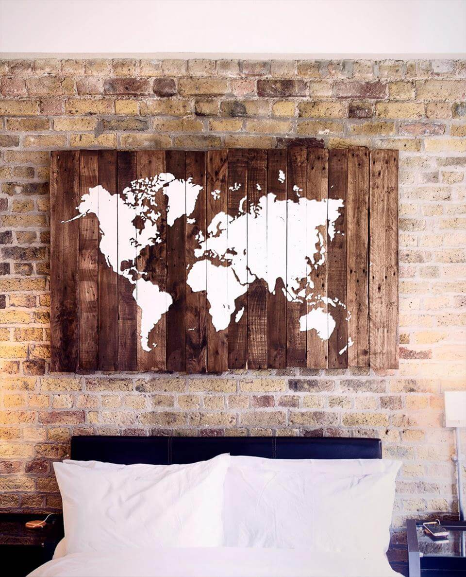 70 pallet ideas for home decor pallet furniture diy for Pallet wall decor
