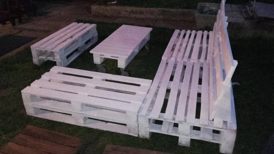 wooden sofa set made of pallets