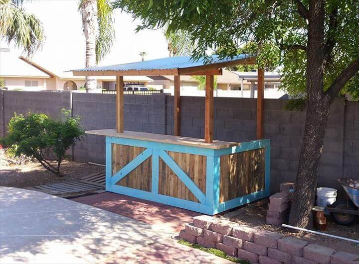 70 pallet ideas for home decor pallet furniture diy for Building a tiki bar from pallets