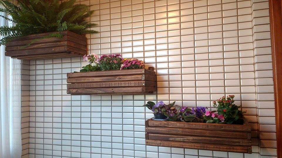 no-cost pallet wooden wall hanging planters