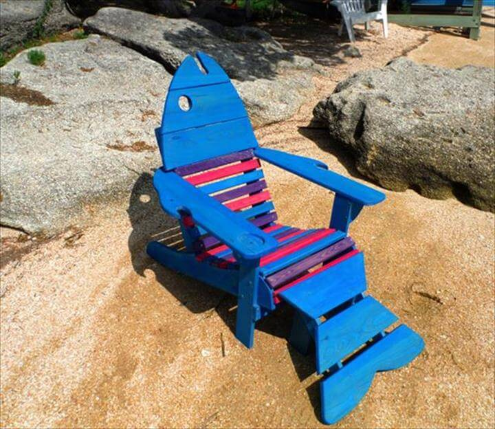 wooden pallet blue and red fish Adirondack chair