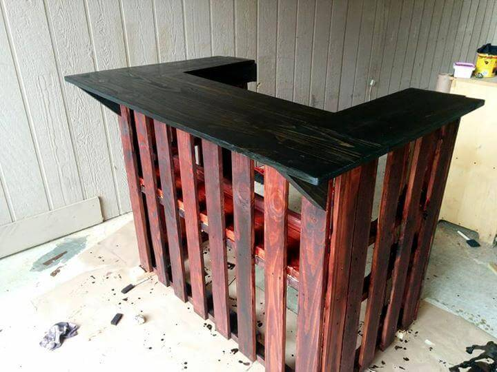 Diy Wood Bar Of Build This Brilliant Wood Pallet Bar Pallet Furniture Diy