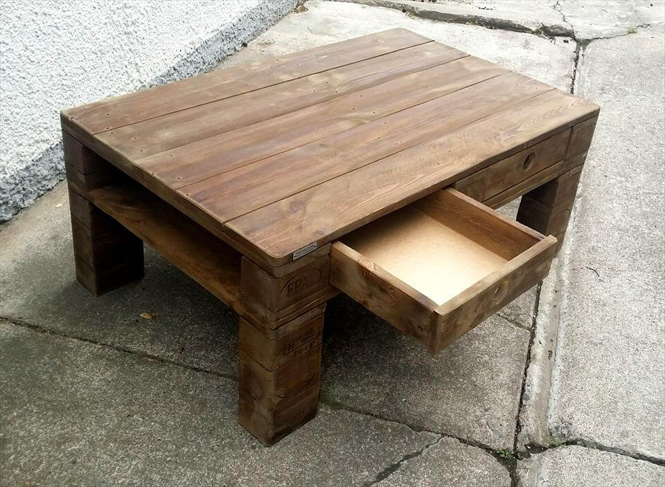 Diy wood pallet coffee table with drawers pallet for Diy coffee table with drawers