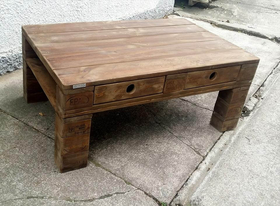 recycled pallet coffee table with 2 drawer