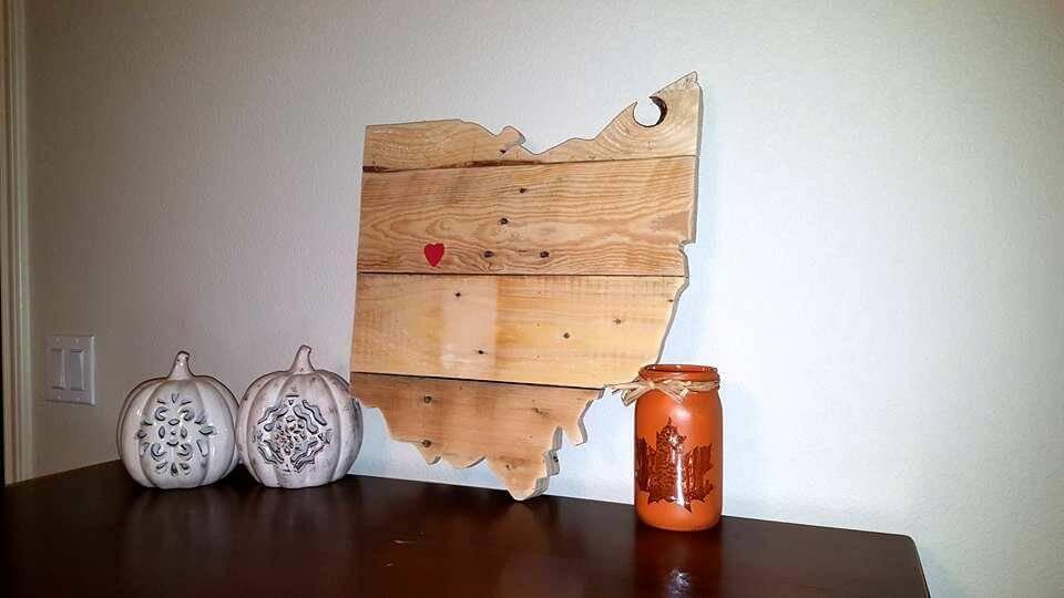 diy pallet table decor piece