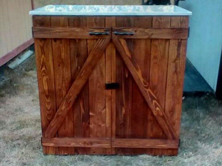 no-cost pallet BBQ station