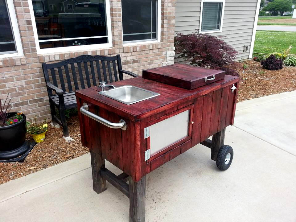 pallet outdoor ice chest with sink