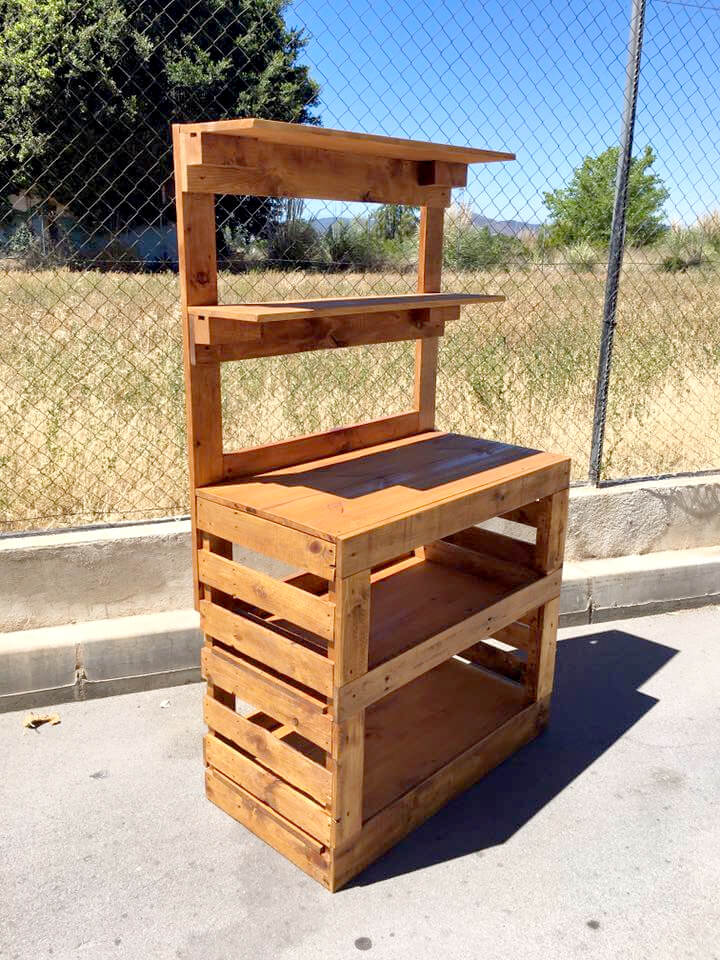 handmade pallet potting bench