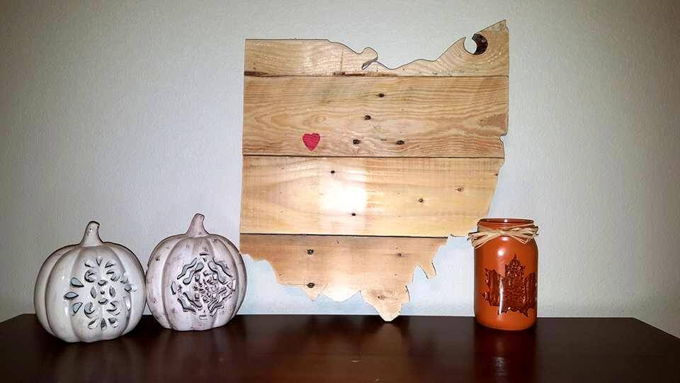 wooden pallet table decor piece