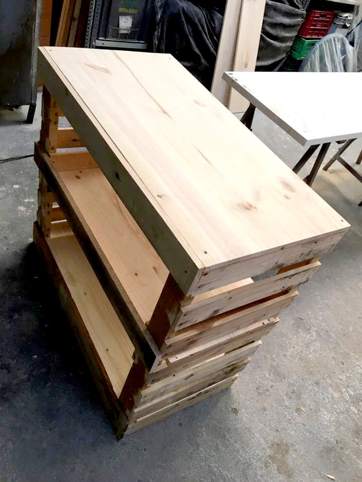 building base of pallet potting bench