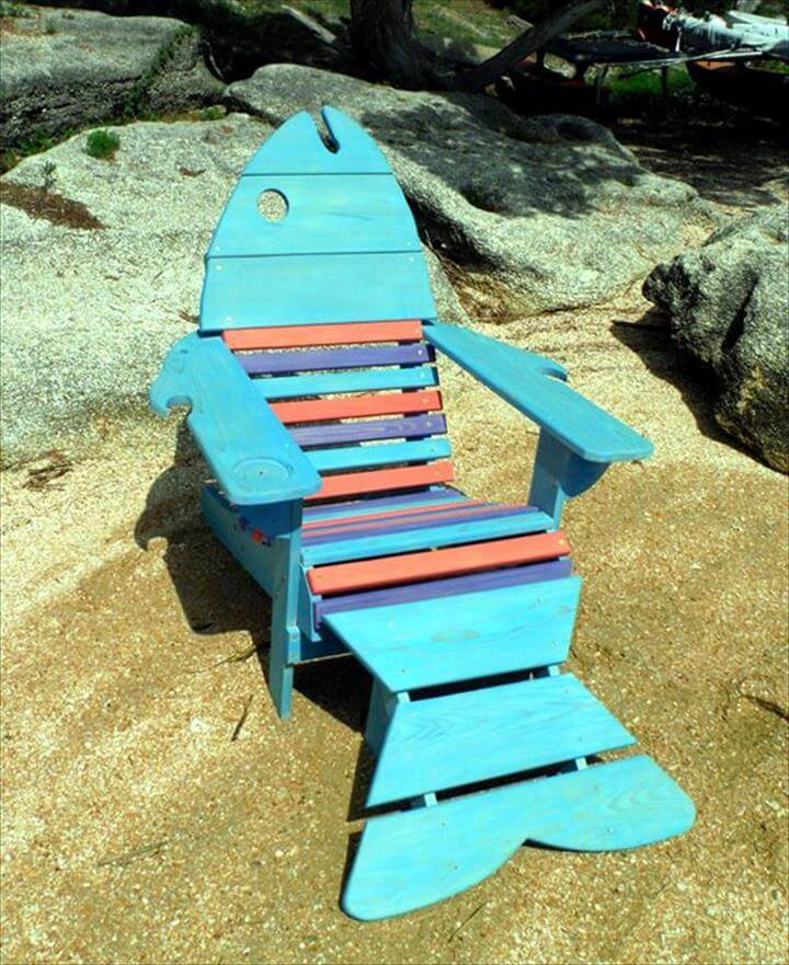 turquoise and red painted pallet cool fish Adirondack chair