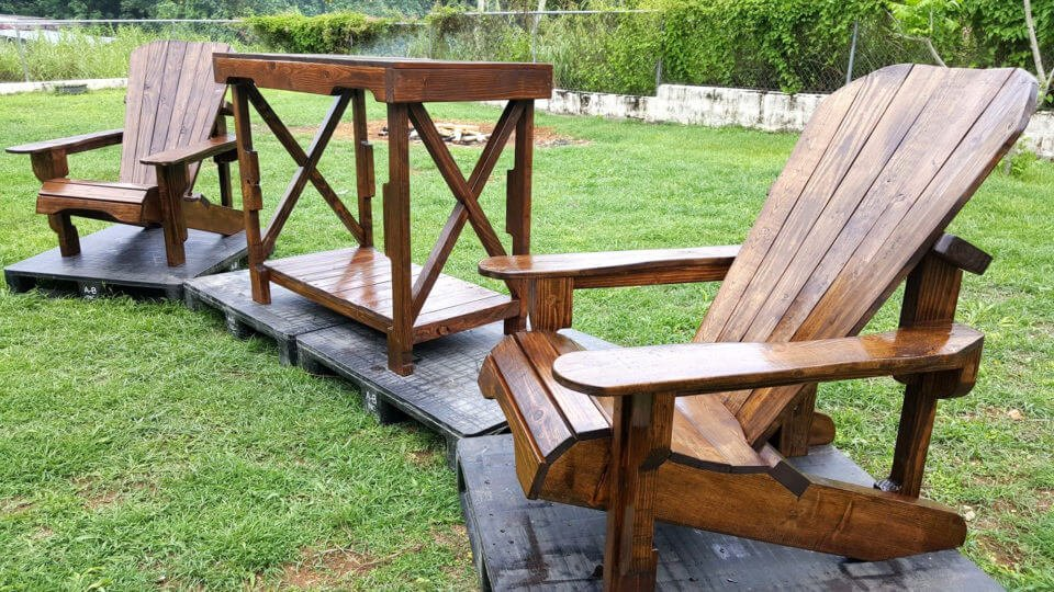 recycled pallet Adirondack chairs and table set