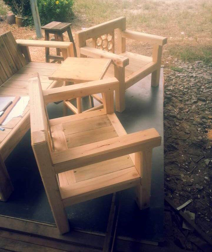 pallet arm chairs with table
