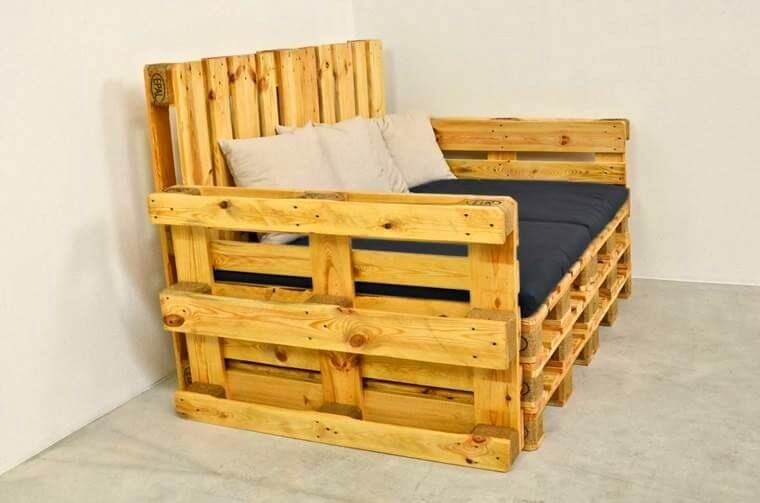 Pallet sofas arm and sectional pallet furniture diy - Sillones hechos de palets ...
