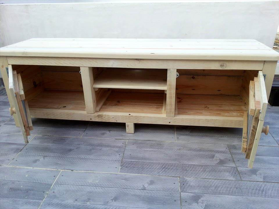 wooden pallet media table