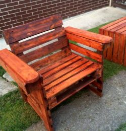 gorgeous pallet arm chair