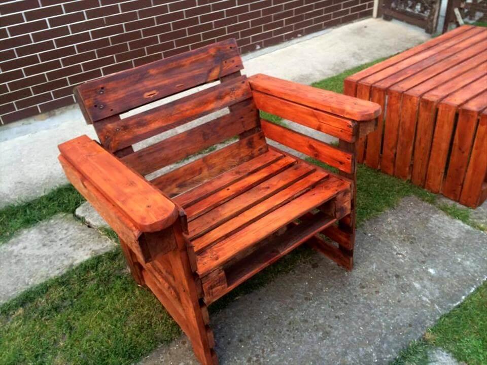 gorgeous pallet arm chair