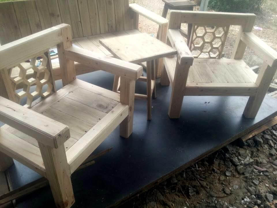 Re-claimed pallet chairs and table