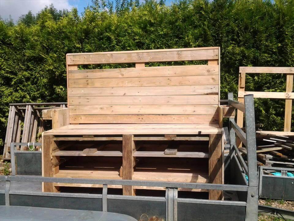 Upcycled pallet garden bench pallet furniture diy for Handmade pallet furniture