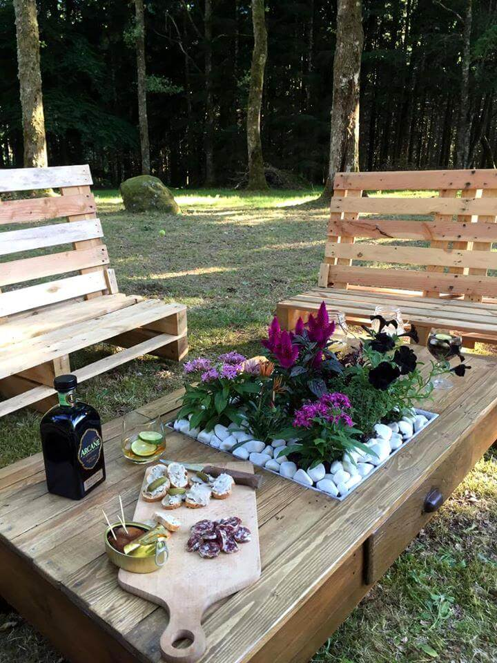 Recycled pallet outdoor seating