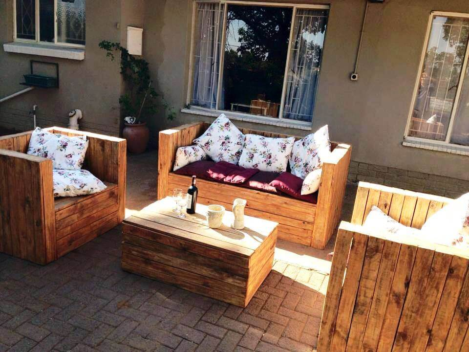 awesome block style pallet patio sitting set