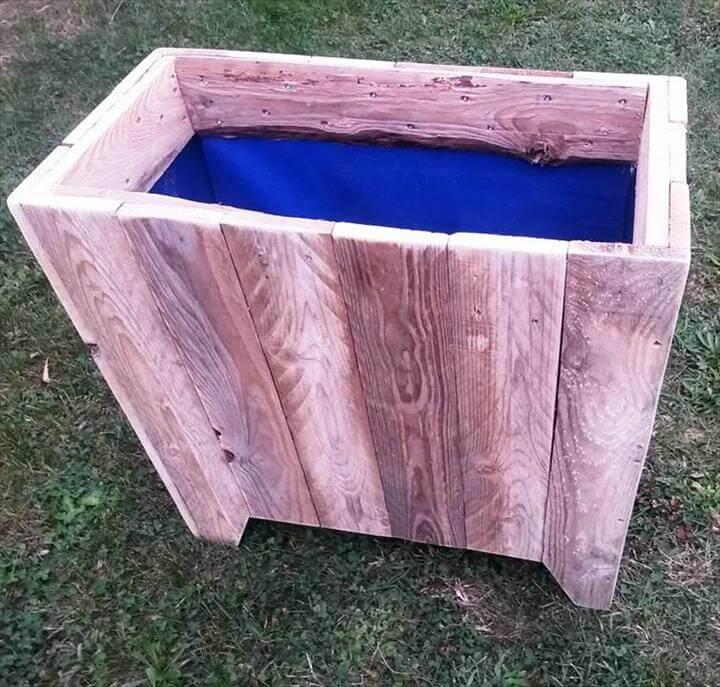 reclaimed pallet planter box or garbage bin