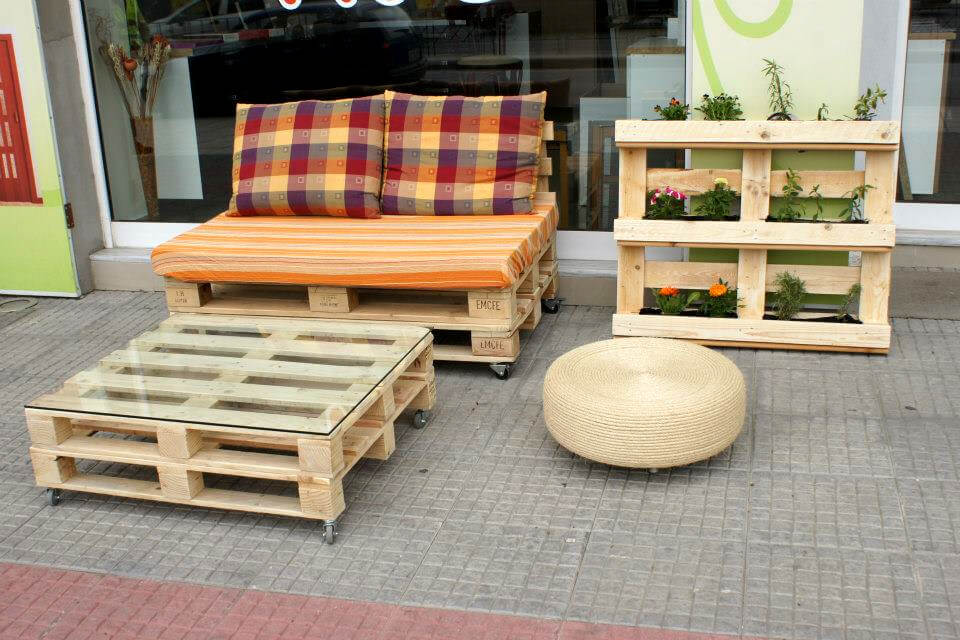 reclaimed wooden pallet vertical planter