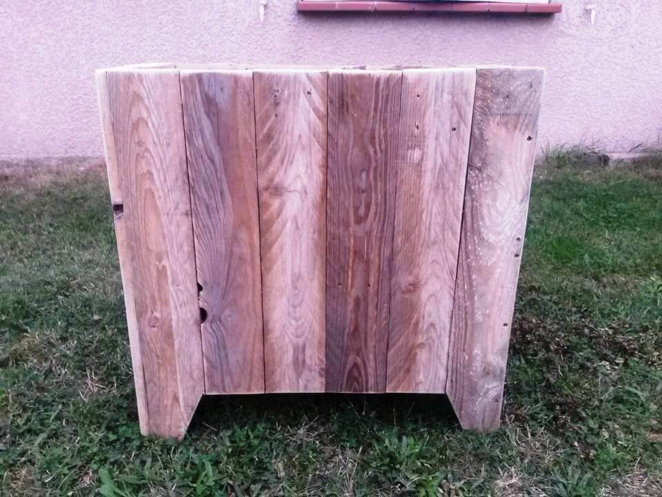 planter box or trash bin made out of pallets