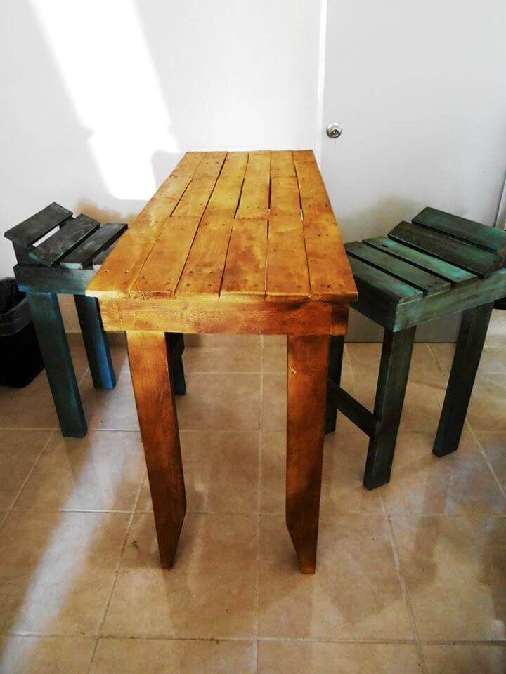raised pallet bar table and stools set