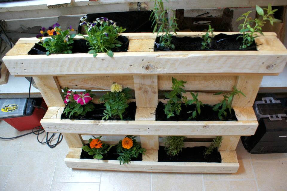 how to make a wood pallet vertical garden