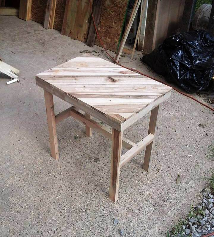 wooden pallet table with diagonal stripe patterned top