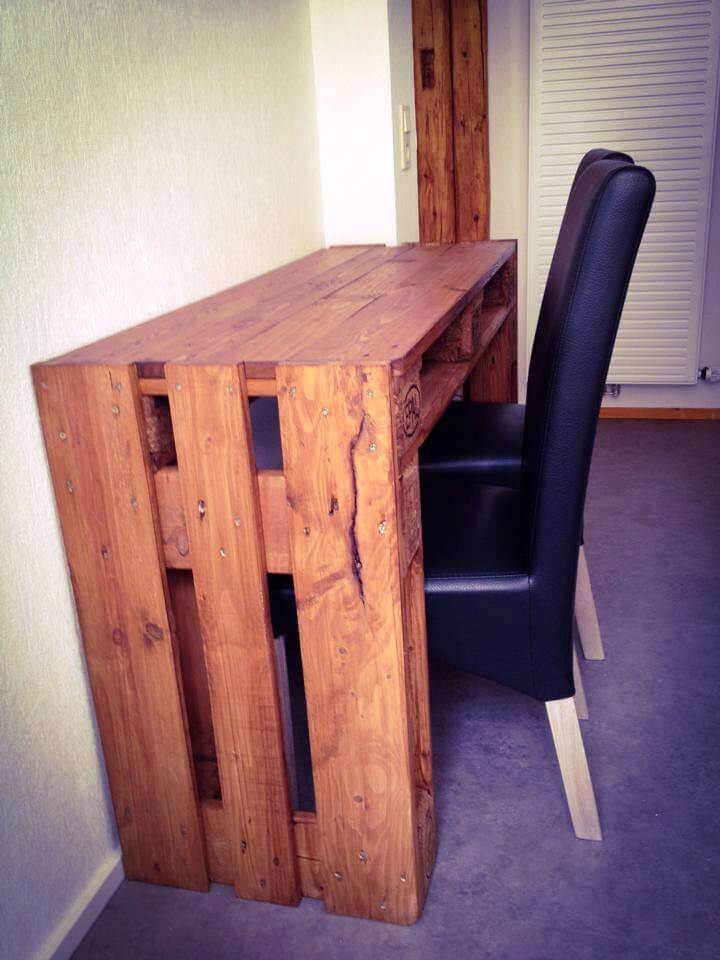 repurposed wooden pallet computer desk