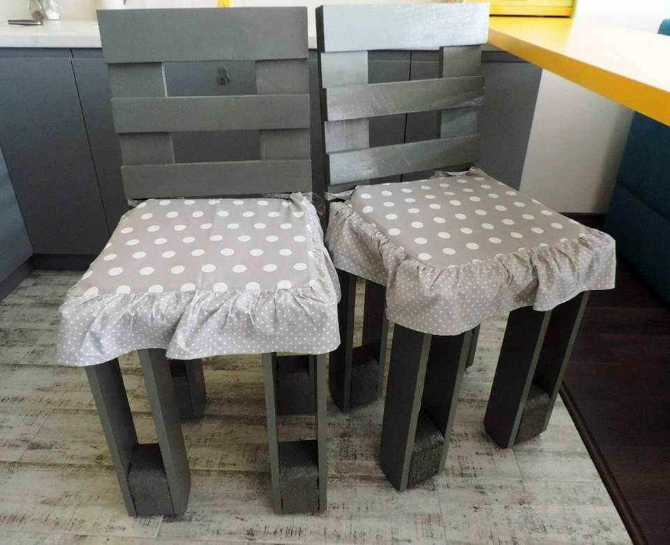 cushioned wooden pallet chairs