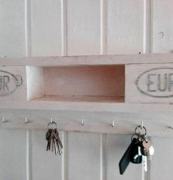 diy pallet made key rack